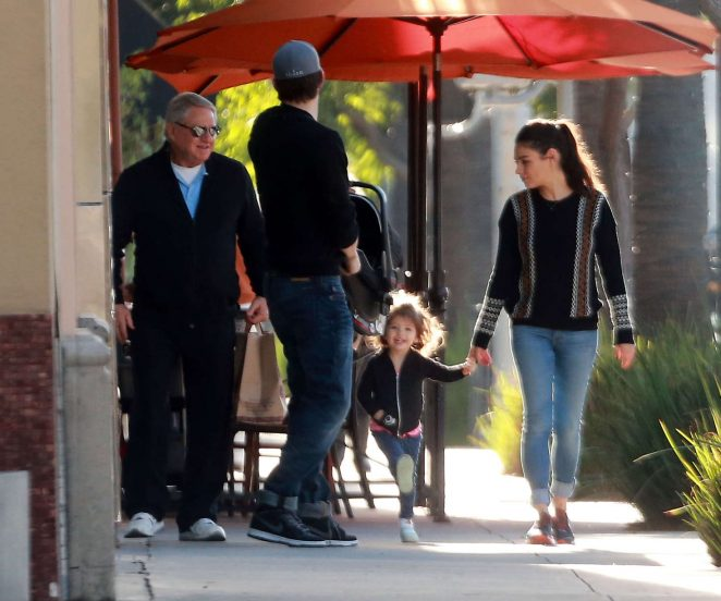 Ashton Kutcher & Mila Kunis Get With Their Children out in Los Angeles -14