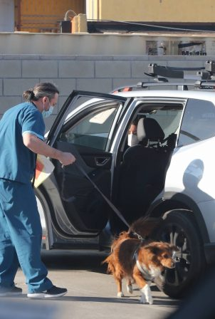 Aubrey Plaza - Drops her dog off at the vet in Los Angeles