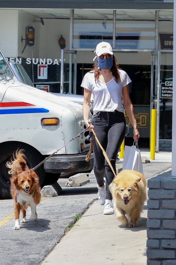 Aubrey Plaza - Out with her dogs