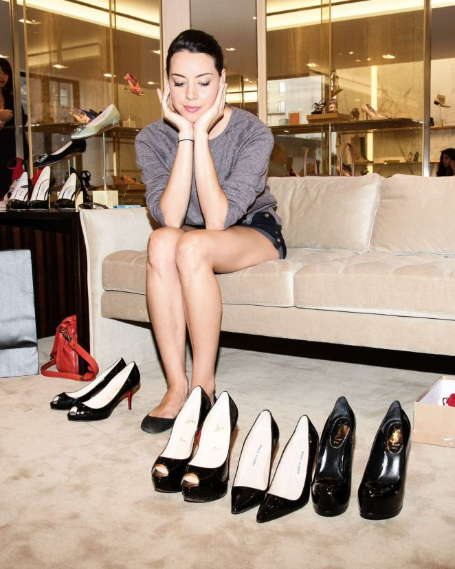 Aubrey Plaza - Shoe Shopping at Barneys in New York for HRC Charity