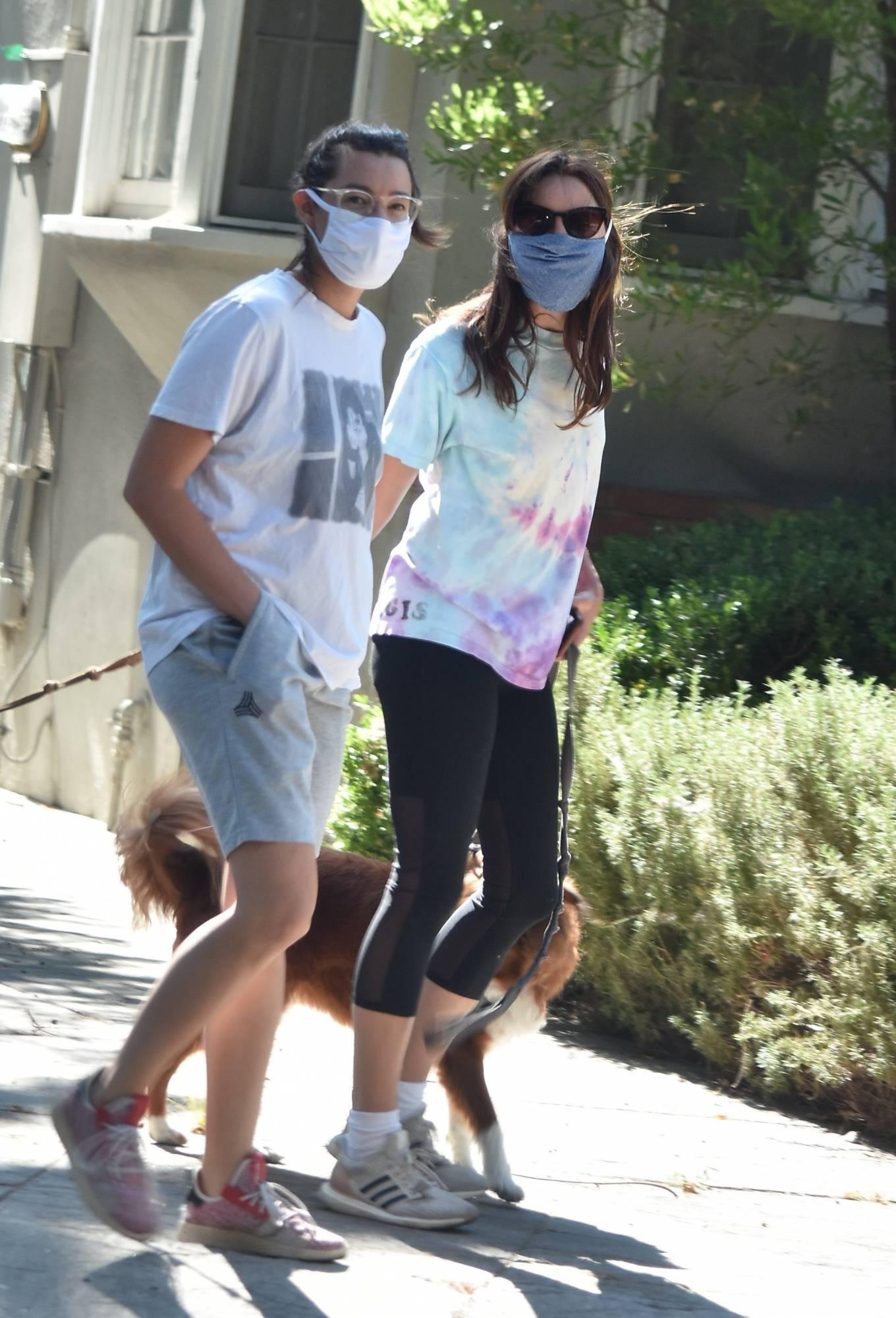 Aubrey Plaza - Walk with her friend in Los Feliz