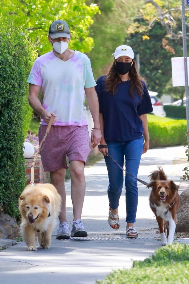 Aubrey Plaza - With Jeff Baena bring their dogs out for a walk in Los Angeles