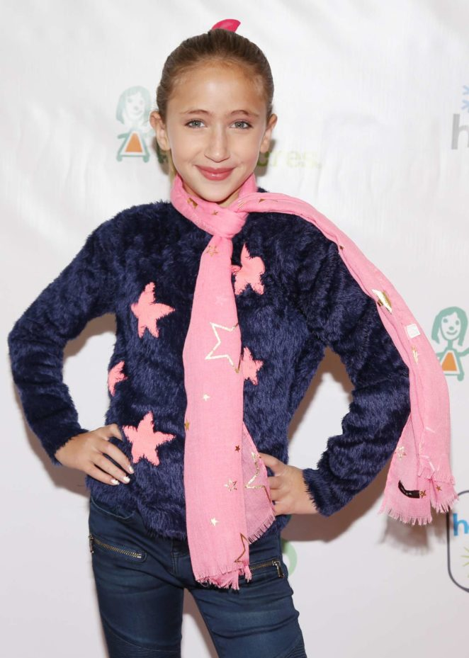 Ava Kolker - Project Hollywood Helpers Event in Los Angeles