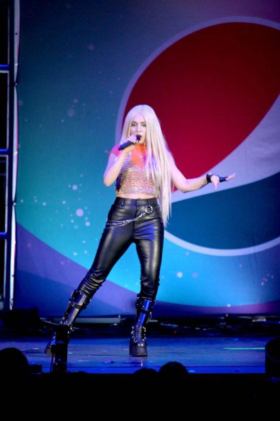 Ava Max 2019 : Ava Max – B96 Pepsi Summer Bash 2019-02