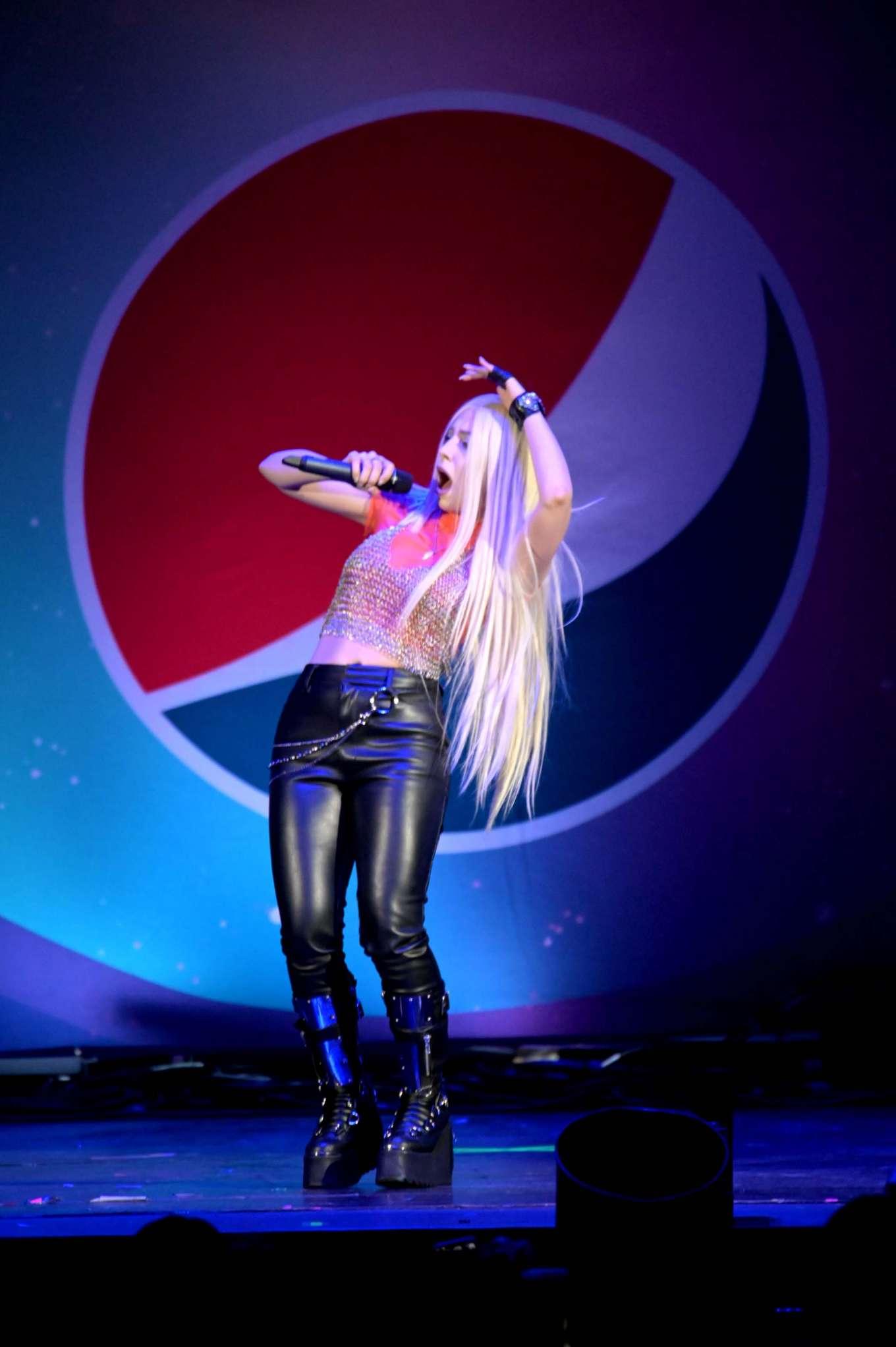 Ava Max 2019 : Ava Max – B96 Pepsi Summer Bash 2019-06