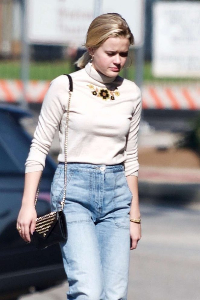 Ava Phillippe - Shopping in Brentwood