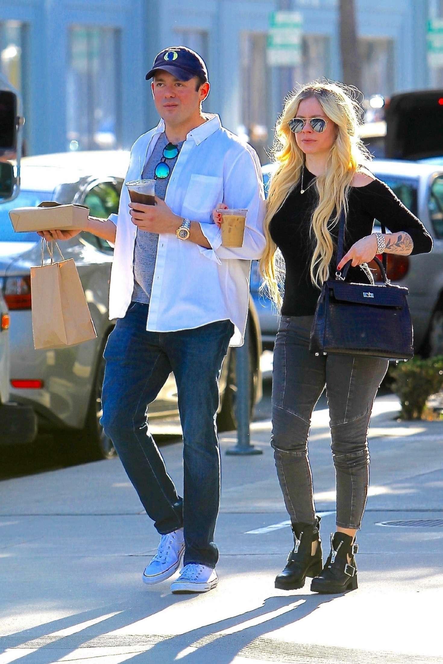 Avril Lavigne 2018 : Avril Lavigne and boyfriend Phillip Sarofim: Out in Beverly Hills -01