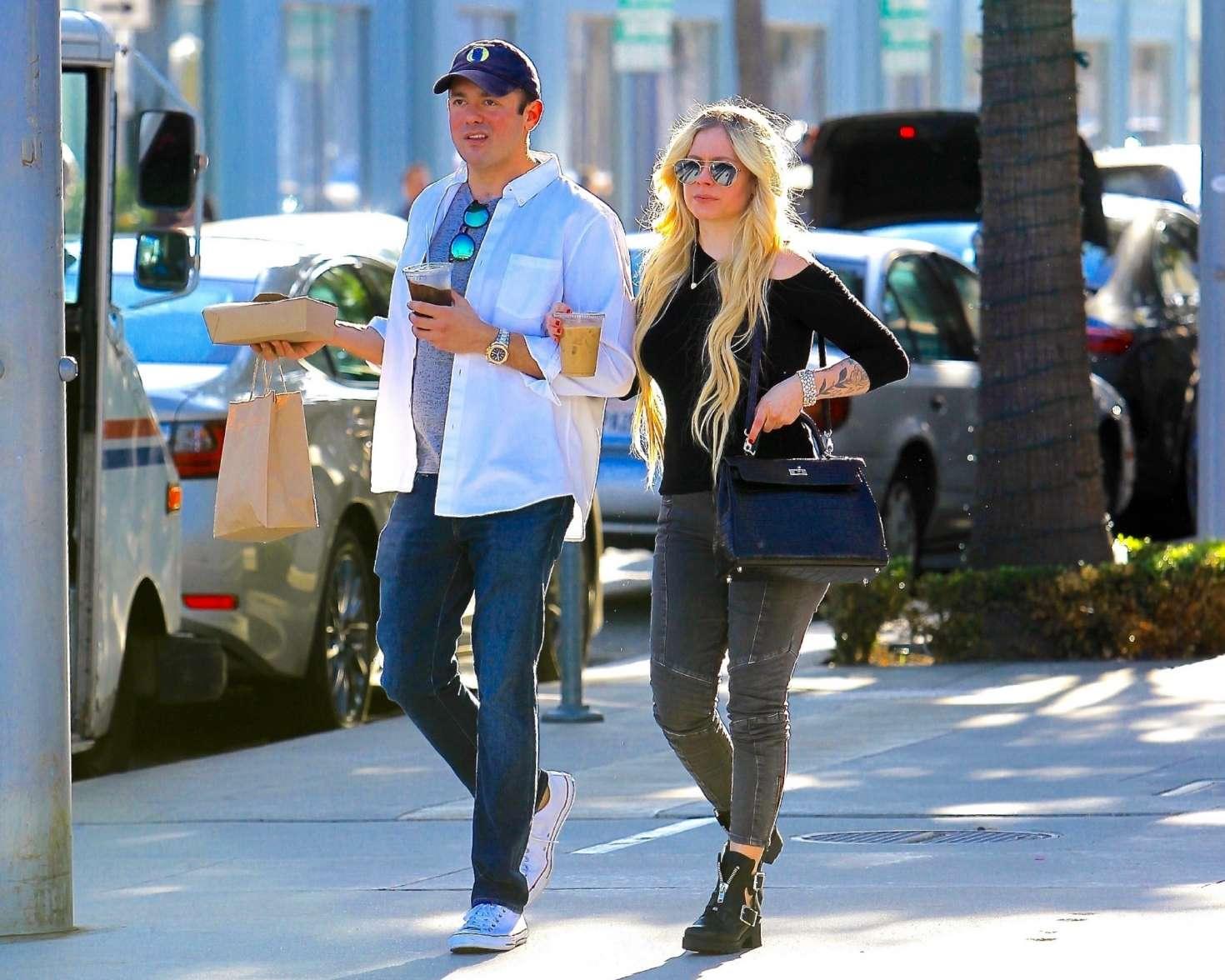 Avril Lavigne 2018 : Avril Lavigne and boyfriend Phillip Sarofim: Out in Beverly Hills -02