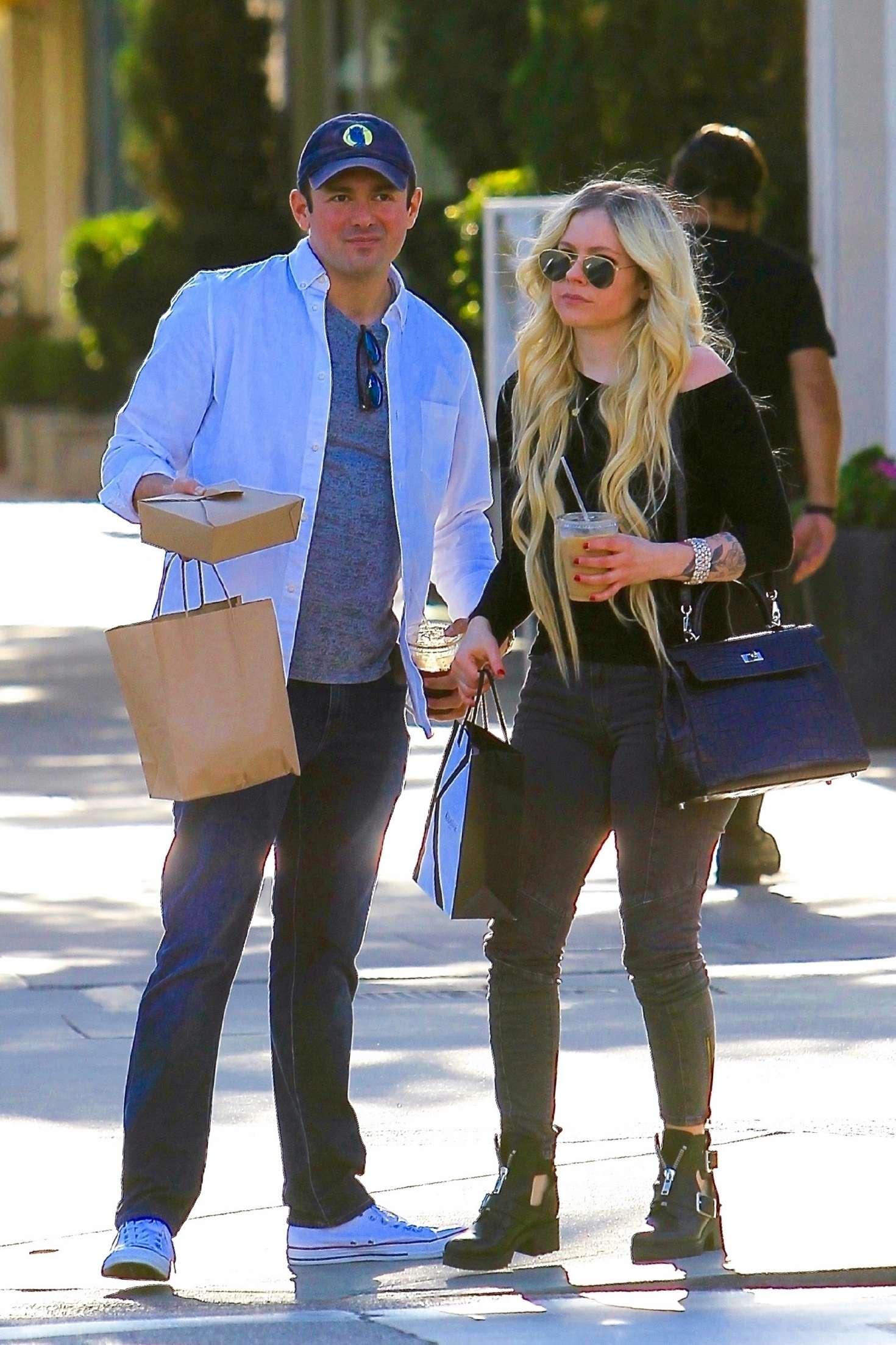 Avril Lavigne 2018 : Avril Lavigne and boyfriend Phillip Sarofim: Out in Beverly Hills -04