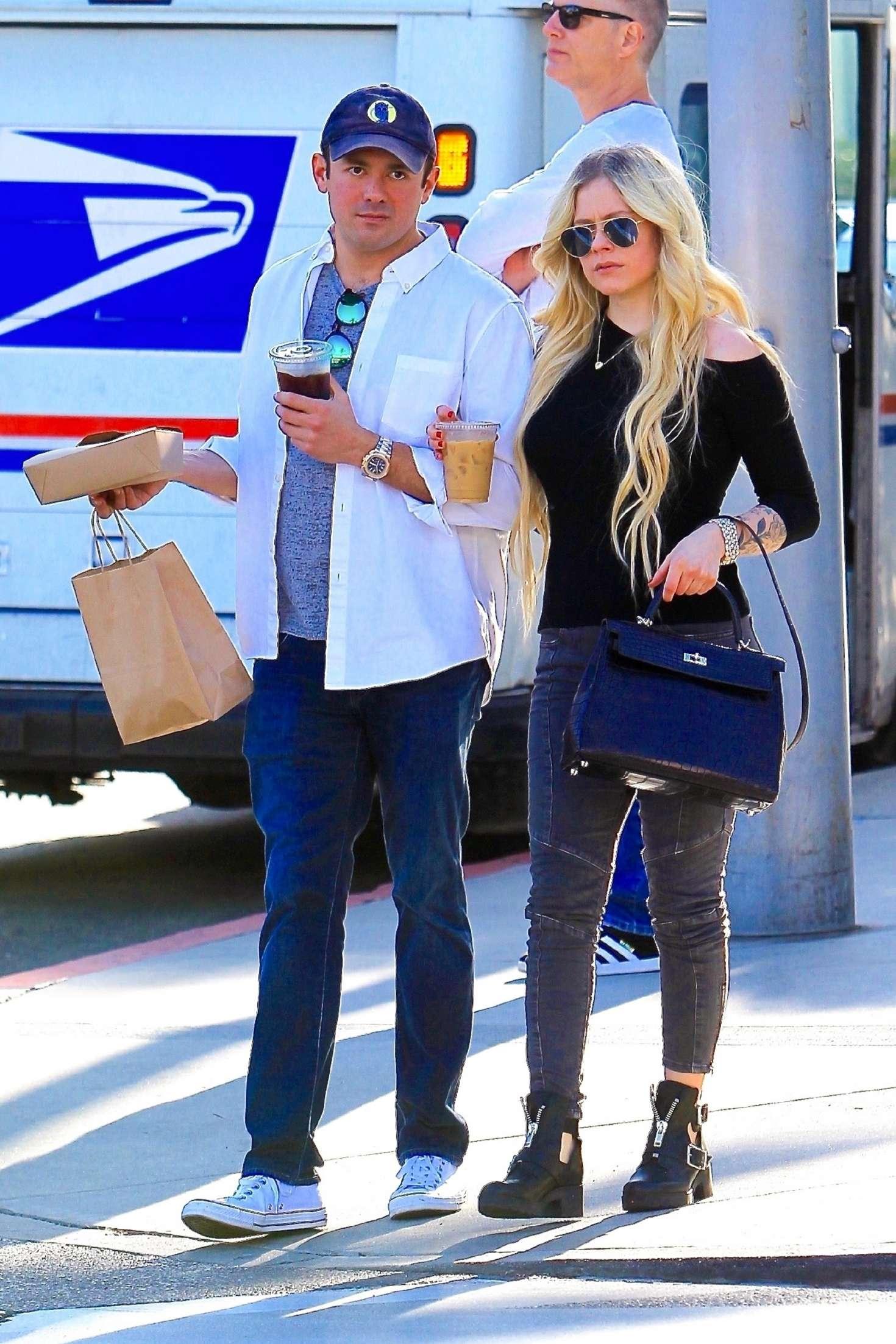 Avril Lavigne 2018 : Avril Lavigne and boyfriend Phillip Sarofim: Out in Beverly Hills -05