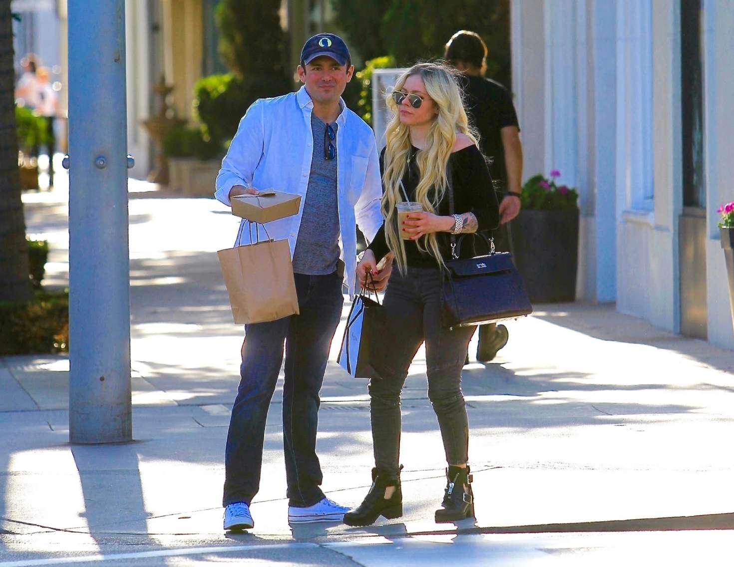 Avril Lavigne 2018 : Avril Lavigne and boyfriend Phillip Sarofim: Out in Beverly Hills -06
