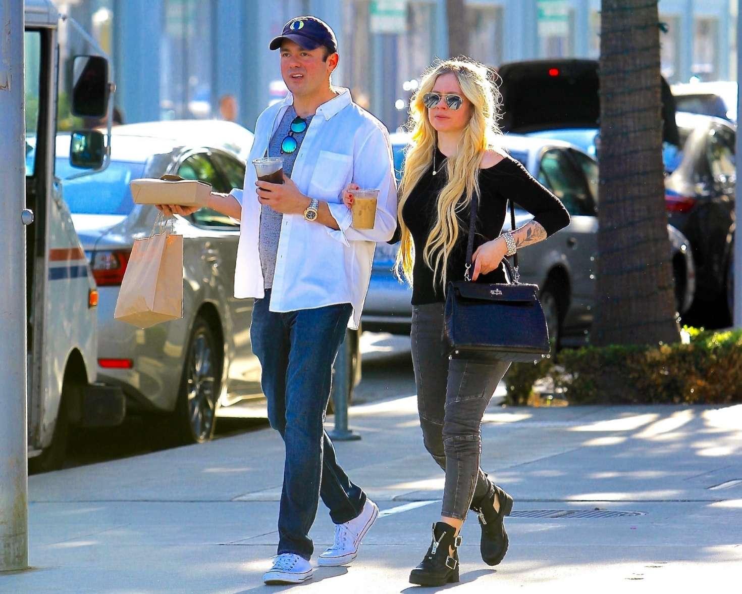 Avril Lavigne 2018 : Avril Lavigne and boyfriend Phillip Sarofim: Out in Beverly Hills -09
