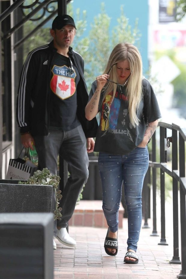 Avril Lavigne and Phillip Sarofim - Shopping at Couture Kids in West Hollywood
