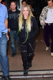 Avril Lavigne - Arriving at Late Night with Seth Meyers in NYC