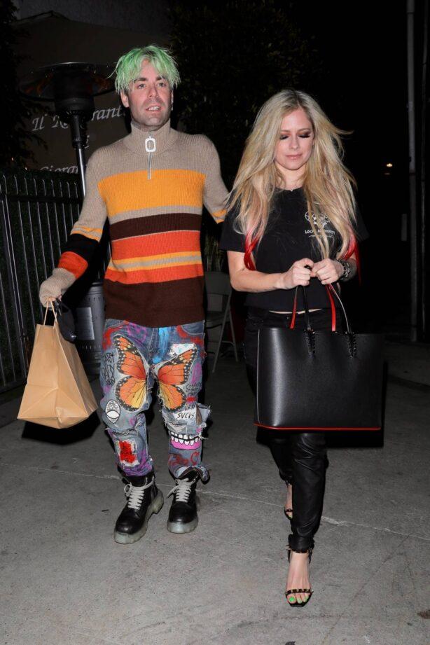 Avril Lavigne - Dinner candids at Giorgio Baldi in Santa Monica