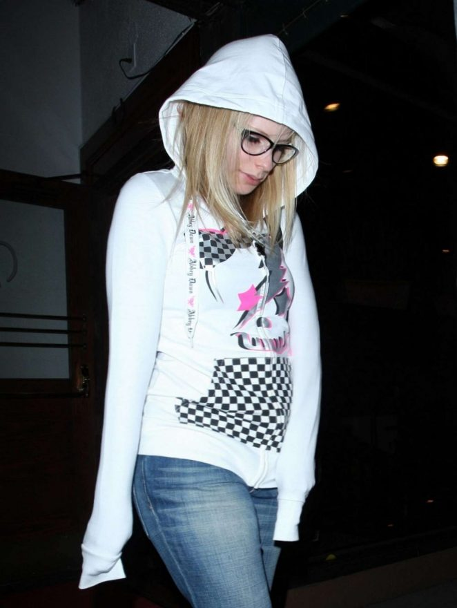 Avril Lavigne - Leaves the Madeo Restaurant in Los Angeles
