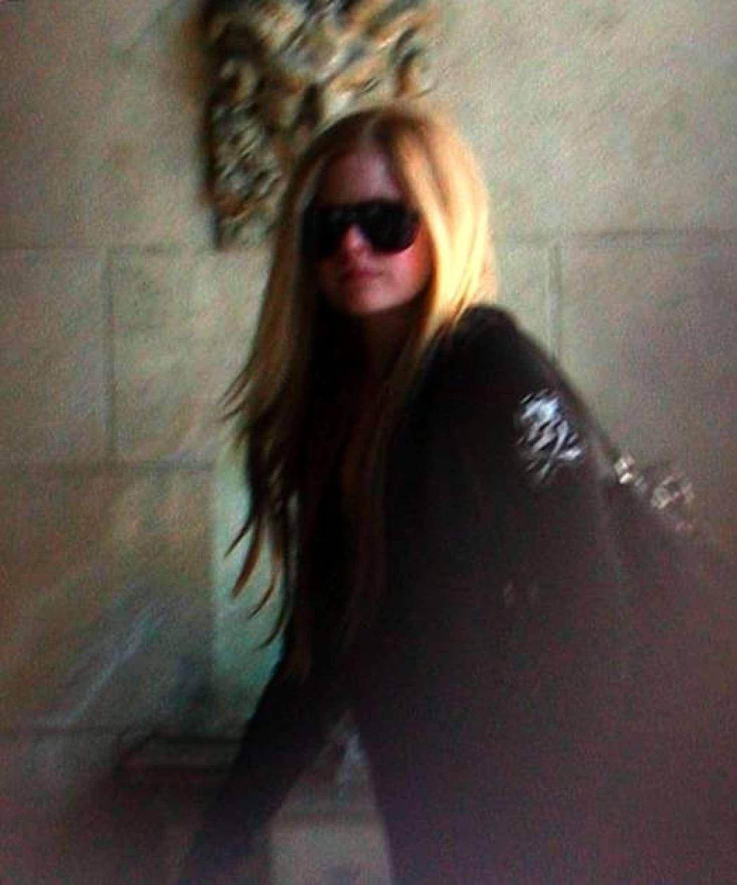 Avril Lavigne 2018 : Avril lavigne: Leaving a Studio in Los Angeles -02