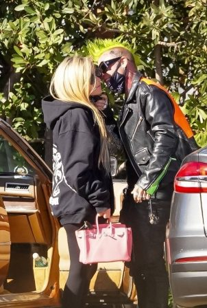 Avril Lavigne - Lunch candids at Soho House in Malibu