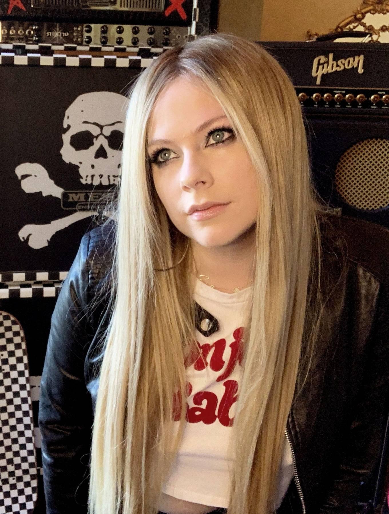 Avril Lavigne 2020 : Avril Lavigne – Nylon Magazine 2020-01