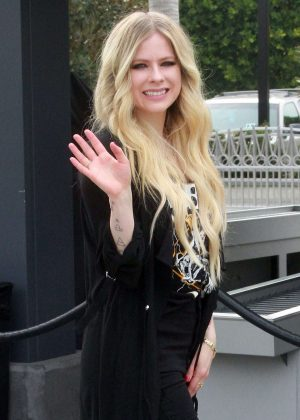 Avril Lavigne on Extra in Universal City