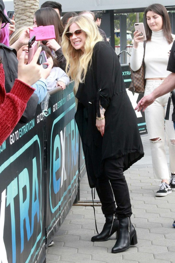 Avril Lavigne on Extra in Universal City -08