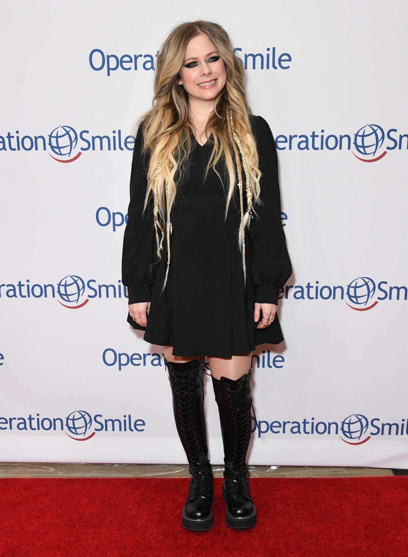 Avril Lavigne 2019 : Avril Lavigne – Operation Smile Hollywood Fight Night-01