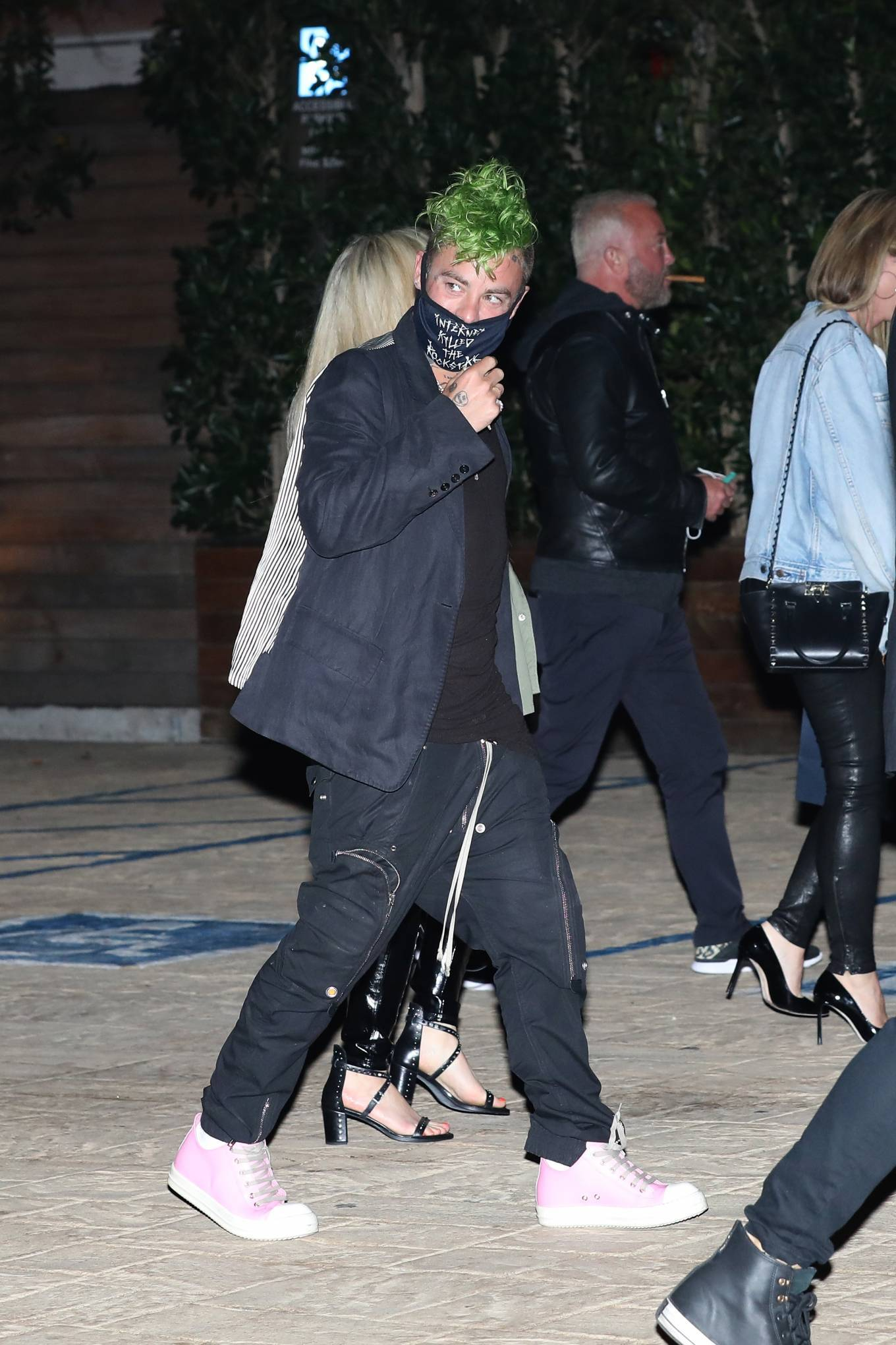 Avril Lavigne 2021 : Avril Lavigne – Out for a dinner at Nobu Malibu-04
