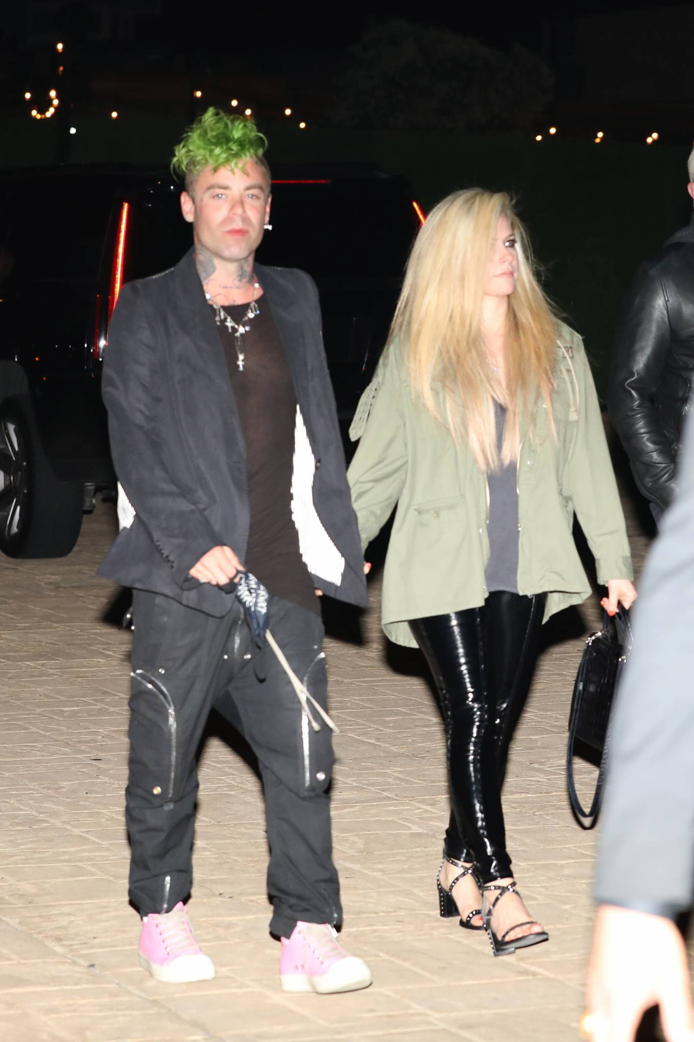 Avril Lavigne 2021 : Avril Lavigne – Out for a dinner at Nobu Malibu-06