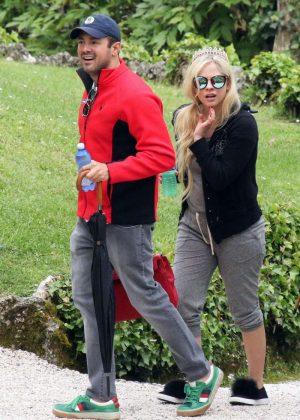 Avril Lavigne - Seen at Lake Como In Italy