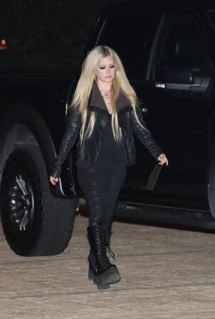 Avril Lavigne - Seen at McDonald's in Malibu