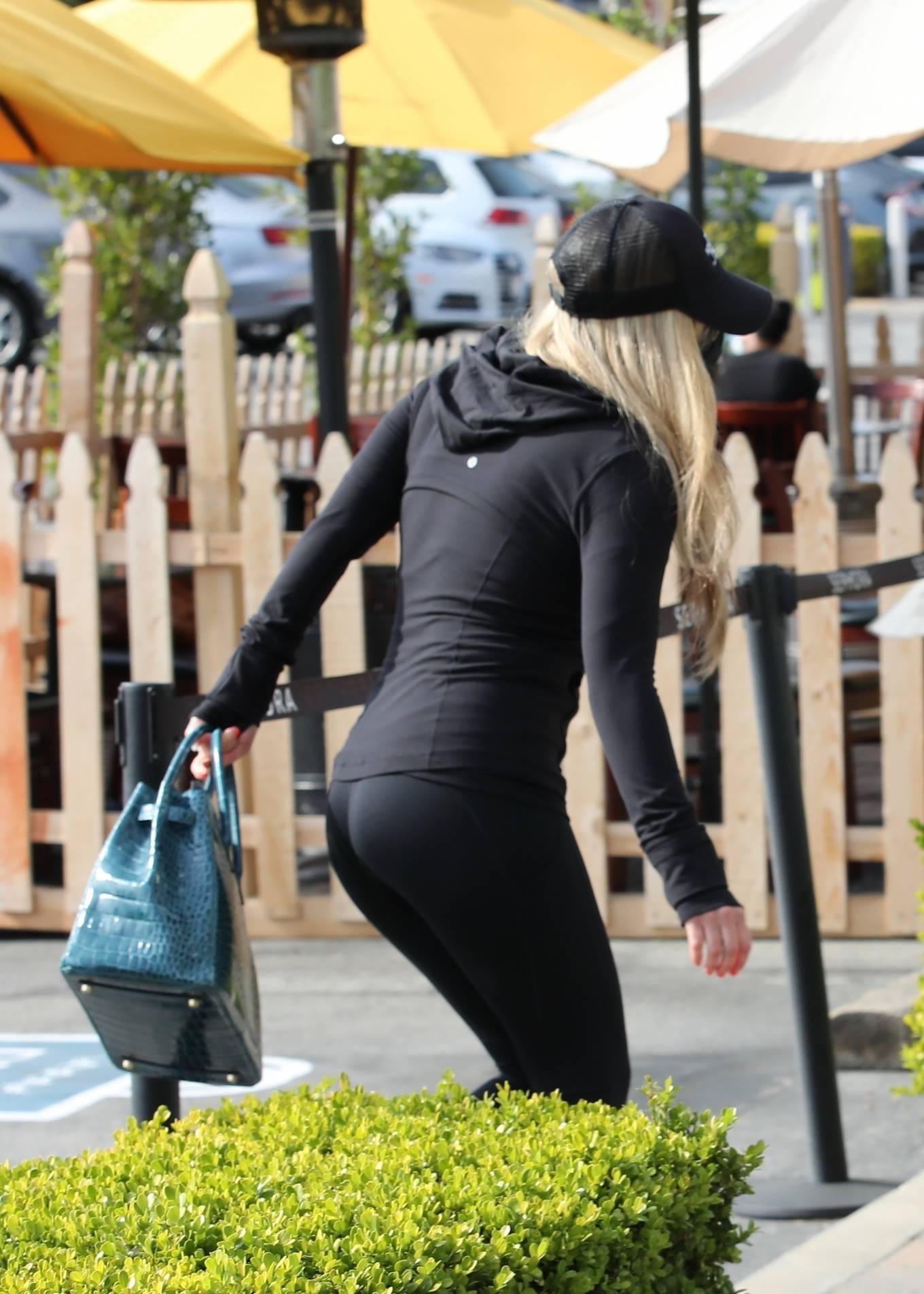 Avril Lavigne - Shopping candids in Malibu