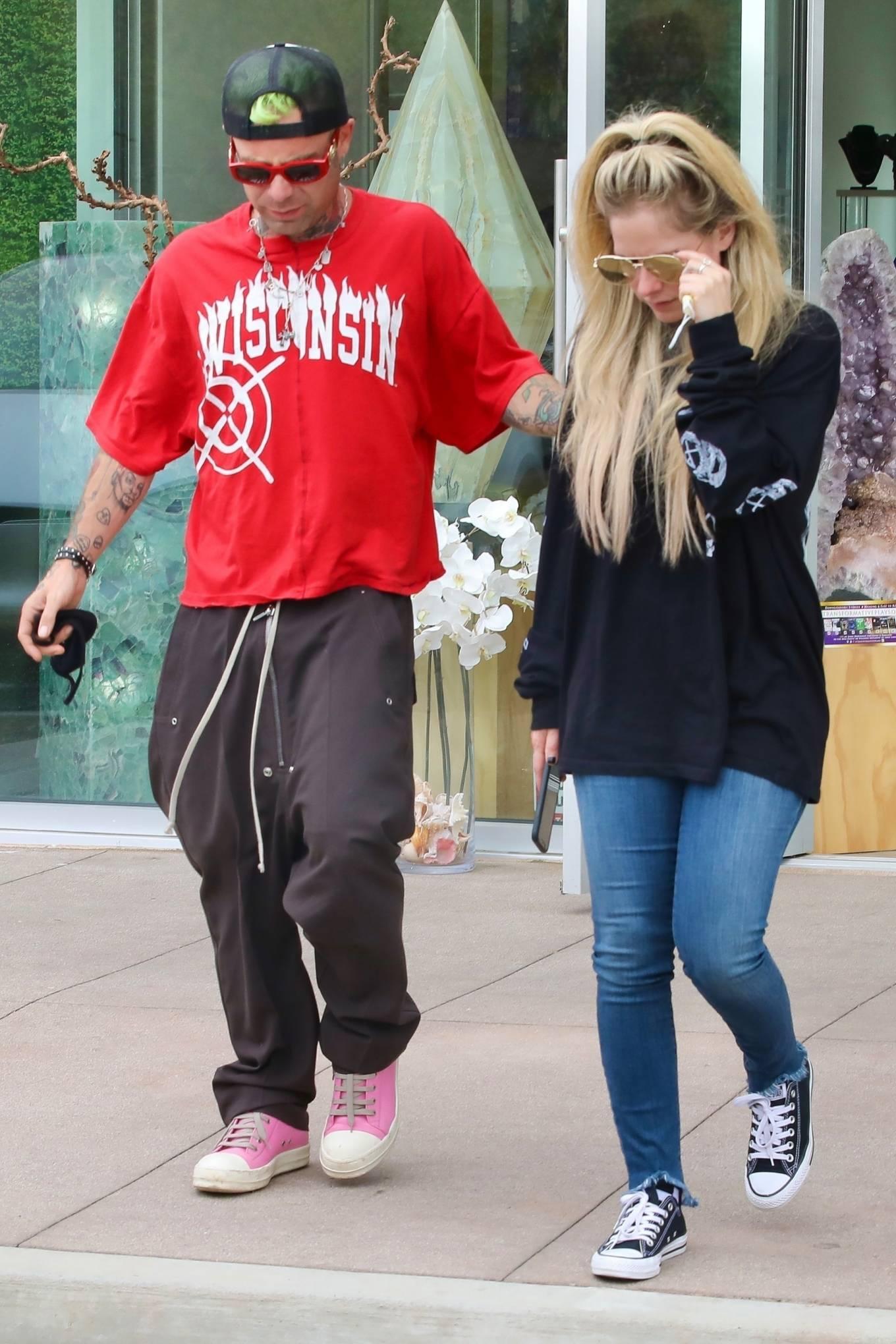 Avril Lavigne 2021 : Avril Lavigne – With Mod Sun seen at a Skate park in Malibu-04