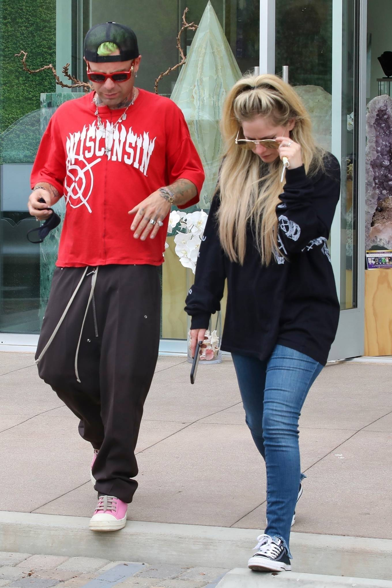 Avril Lavigne 2021 : Avril Lavigne – With Mod Sun seen at a Skate park in Malibu-09