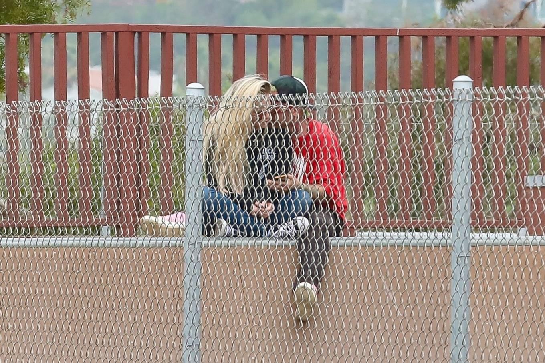 Avril Lavigne 2021 : Avril Lavigne – With Mod Sun seen at a Skate park in Malibu-16
