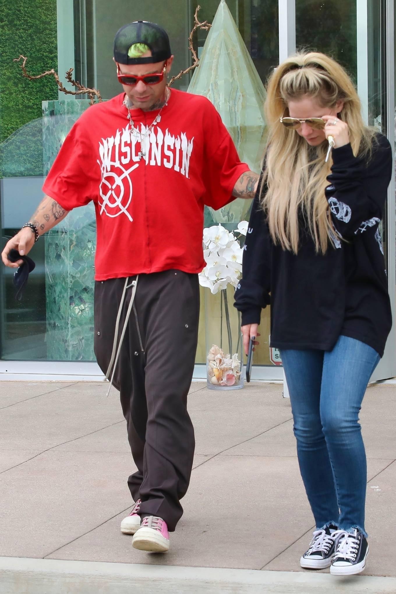 Avril Lavigne 2021 : Avril Lavigne – With Mod Sun seen at a Skate park in Malibu-25
