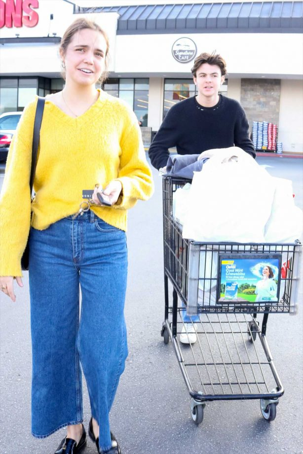 Bailee Madison and Blake Richardson - Shopping in Burbank