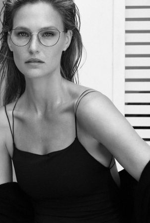 Bar Refaeli - Carolina Lemke Glasses (October 2020)