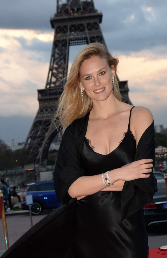 Bar Refaeli - Celebration of the 10th anniversary of Jeweler Akillis in Paris