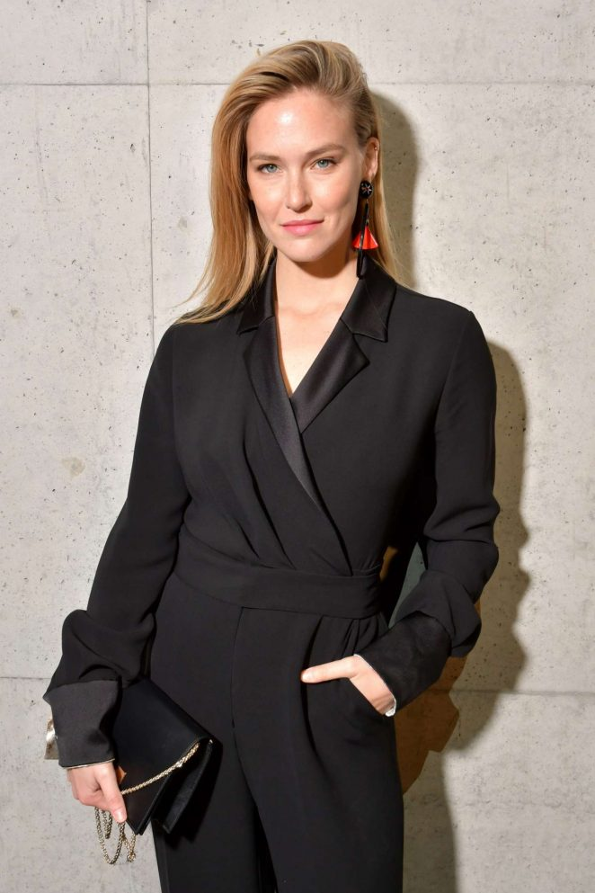 Bar Refaeli - Giorgio Armani Fashion Show 2018 in Milan