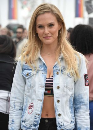 Bar Refaeli - Tommy Hilfiger Spring 2017 Women's Collection in Los Angeles