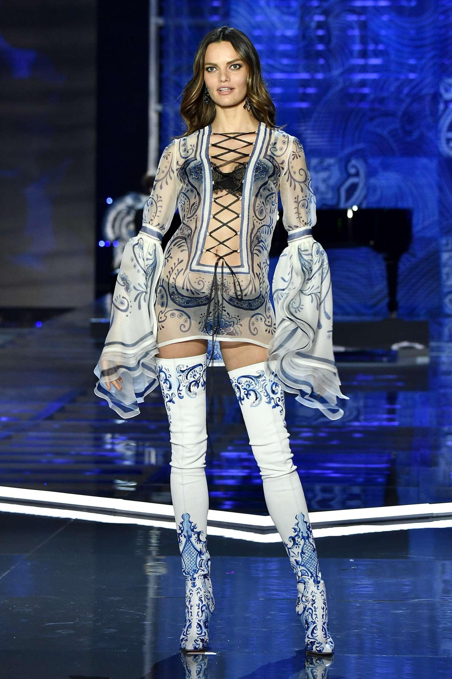 Barbara Fialho - 2017 Victoria's Secret Fashion Show Runway in Shanghai