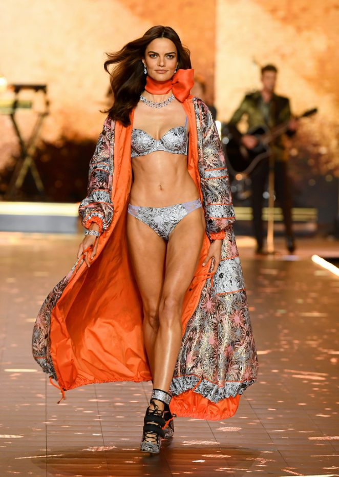 Barbara Fihalo 2018 : Barbara Fihalo: 2018 Victorias Secret Fashion Show Runway -02