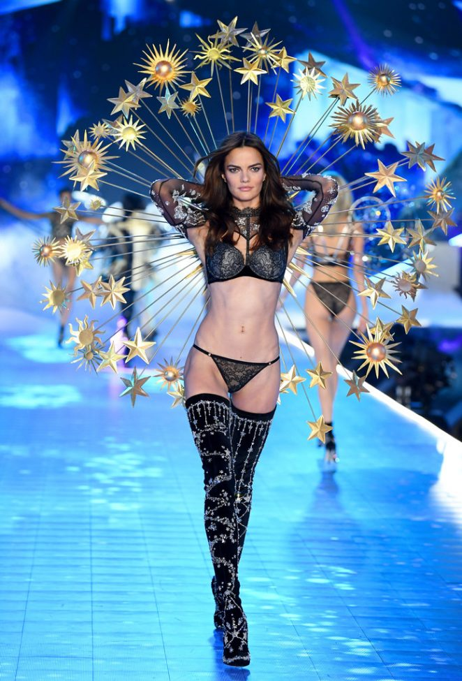 Barbara Fihalo 2018 : Barbara Fihalo: 2018 Victorias Secret Fashion Show Runway -03