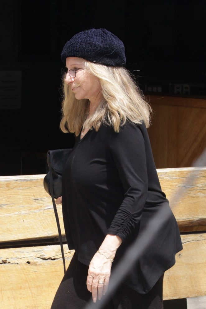 Barbara Streisand - Out for lunch at Sugarfish in Beverly Hills