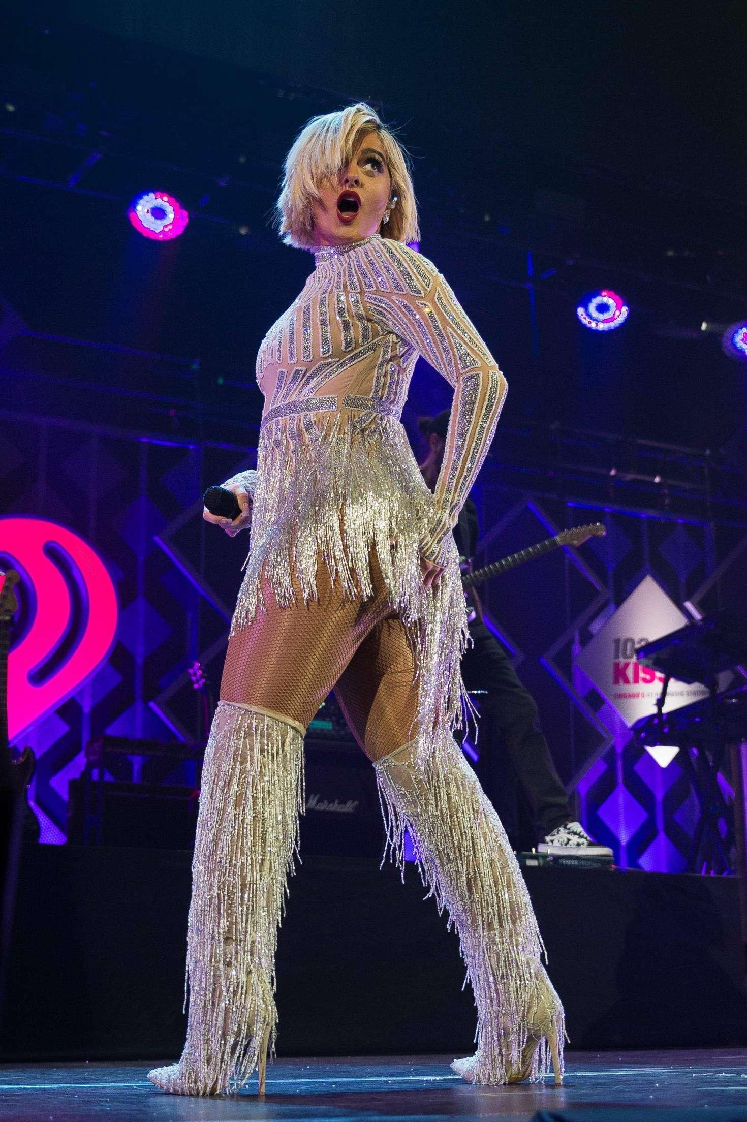 Bebe Rexha 2018 : Bebe Rexha: 103.5 KISS FMs Chicago Jingle Ball -07