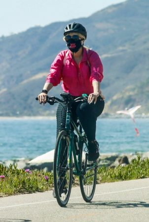 Bebe Rexha - Bike ride at the beach in Santa Monica