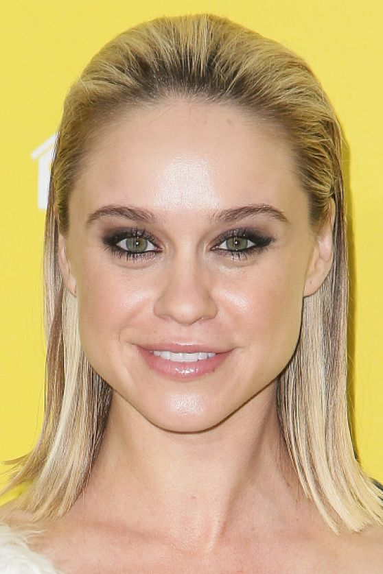 Becca Tobin: 2015 The World Dog Awards -05