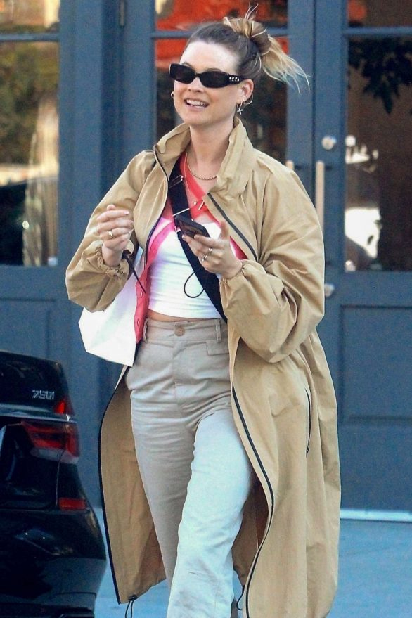 Behati Prinsloo - Shopping on Melrose Place