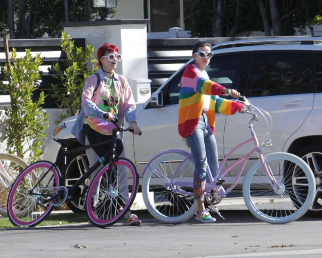 Bella and Dani Thorne – Going for a bike ride in Los Angeles