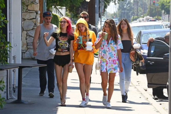 Bella and Dani Thorne out for lunch in LA -01